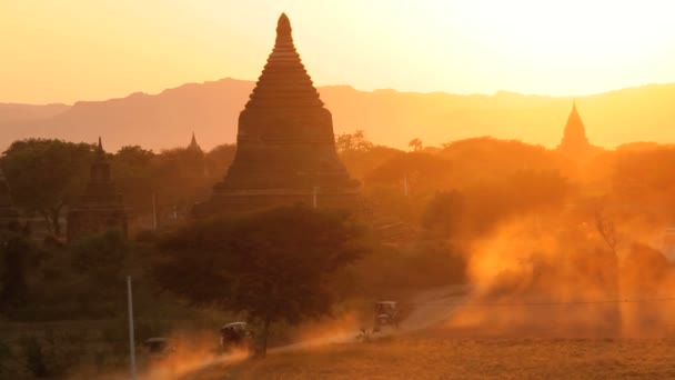 Temples and Pagodas nr dusty roads — Vidéo