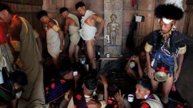 Khiamniungan tribe dressing at the Hornbill festival — Stock Video