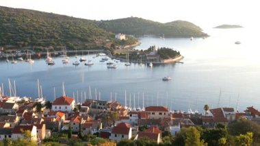 Picturesque view of colourful Vis harbour — Vídeo stock