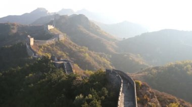 Great Wall built along an east to west line — Stock Video