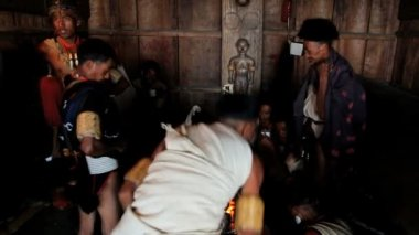 Hornbill the Khiamniungan tribe taking tea — Vídeo de Stock