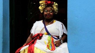 Traditional dress worn by Bahian woman Pelourinho — Stock Video