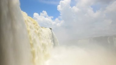 Water flowing over Iguacu Falls — Stock Video
