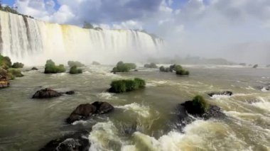 Water flowing away from the Iguacu Falls — Vídeo de stock