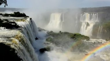 Landscape view of rainbow created from the Iguacu Falls — Vídeo Stock