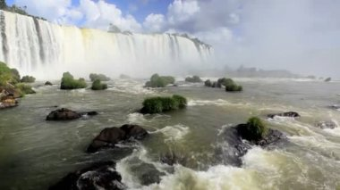 Water flowing away from the Iguacu Falls — Stockvideo