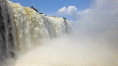 Water flowing over Iguacu Falls — Stock Video