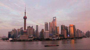 Shanghai sunset with the Oriental Pearl Tower — Stock Video