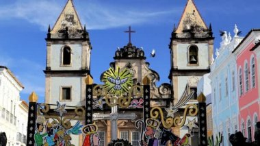 Historical church in the center of Pelourinho — Stockvideo