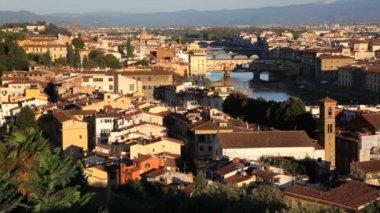 Magnificent  city view of Florence the Ponte Vecchio Bridge — Stok video