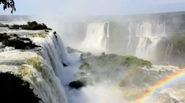 Landscape view of rainbow created from the Iguacu Falls — Stock Video