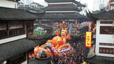 Dragon statue Chinese New Year — Stockvideo