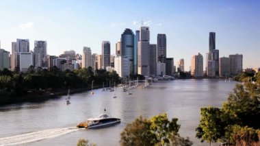 Brisbane River and city skyline — ストックビデオ