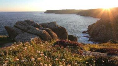 Setting sun at Treen Cliffs — Stock Video