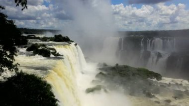 Water flowing over the Iguacu Falls — Stock Video