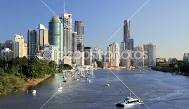 Brisbane River and city skyline — Stock Video