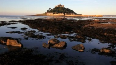 View at low tide St Michaels Mount — Stock Video