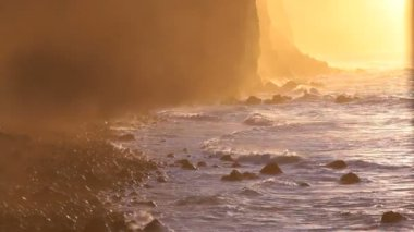 Atlantic waves at sunset — Stok video