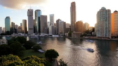 Brisbane city skyline at dusk — Vídeo de stock