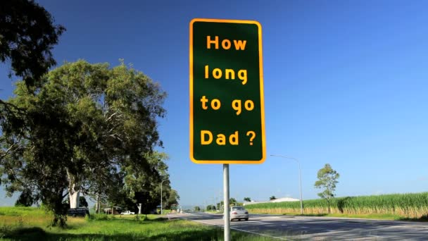 A questionable road sign while travelling — Vidéo
