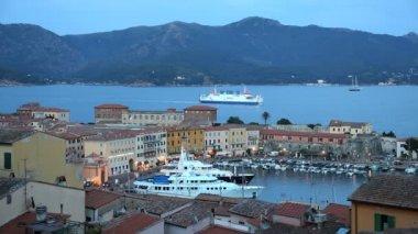 Portoferraio harbour dusk yachts — Stock Video