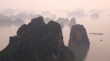 Early morning mist Ha long Bay — Stock Video