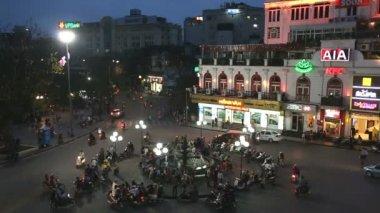 Vehicle traffic illuminated Bac Dinh square — Stok video