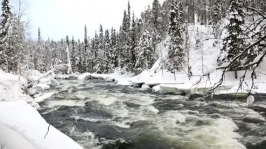 Fast flowing river in winter snow — Stock Video