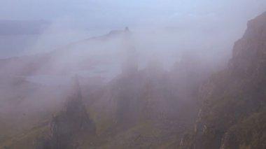 Old Man of Storr sea mist hillside — Stock Video