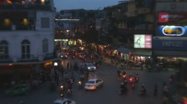 Bac Dinh square dusk vehicle traffic — Stock Video