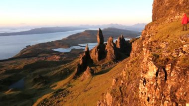 Lone walker on Old Man of Storr — Stock Video