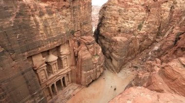 Monastery at Petra tourists sightseeing — Stock video