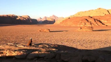 Lone Bedouin walking Valley of the Moon — 图库视频影像