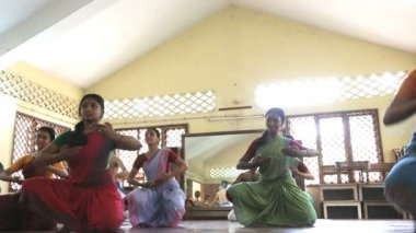 Young Indian students learning  Indian dance — Stockvideo