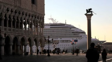 Pedestrians watch a luxury cruise liner come in to dock — Vídeo Stock
