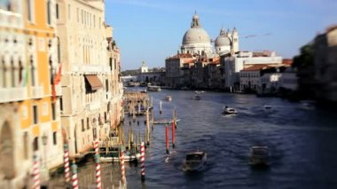 Gondolas, water taxis, and vaporetto passing by — Stock Video