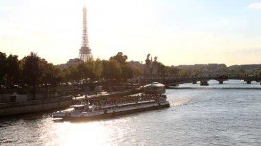 France Paris River Seine Eiffel tower boat sunset building cityscape — Stock Video