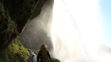 Iceland Seljalandsfoss Waterfall male hiking travel mountain — Stock Video