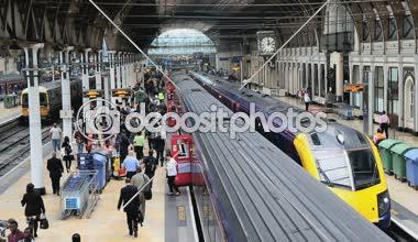 ロンドンのパディントン駅は、鉄道ネットワークの通勤電車します。 — ストックビデオ