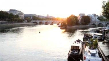 France Paris River Seine IIe de la Citie dawn sunrise travel — Stock Video