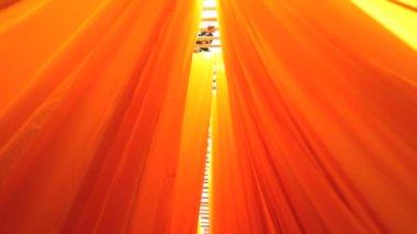 Jaipur India Azië Sari fabrieksarbeider mannelijke textiel materiaal — Stockvideo