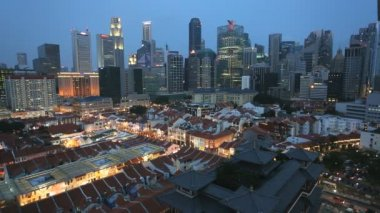 Chinatown Buddha Tooth Relic Temple city skyline illuminated — Stock Video