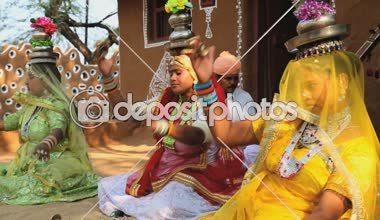 Rajasthan Udaipur India music local singing female group — Stock Video