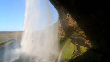 アイスランド セリャラントスフォスの滝人虹 — ストックビデオ