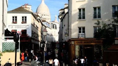 France Paris Sacre Coeur Montmartre church cathedral dome shops — Stock Video