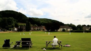 Cotswolds Stinchcombe England Village Cricket green players team — Stock Video