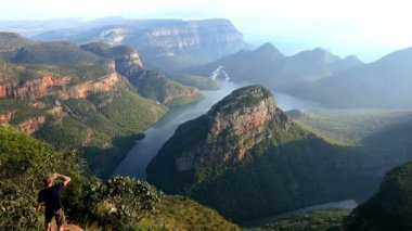 South Africa male Blyde River Canyon Mpumalanga escarpment — Stock Video