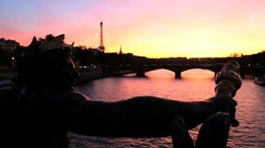 France Paris Pont Alexandre 111 bridge Eiffel tower sunset — Stock Video