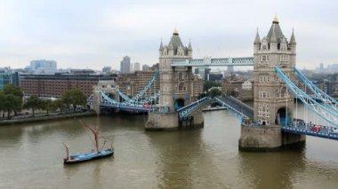 London Tower Bridge River Thames boat skyline business city — Stock Video
