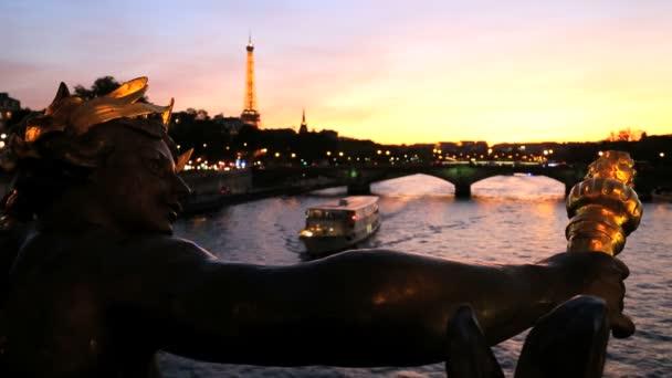 Francia Paris Pont Alexandre 111 puente Torre Eiffel Seine River — Vídeo de stock